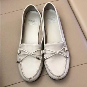 Cream Mootsies Tootsies leather loafers size 10